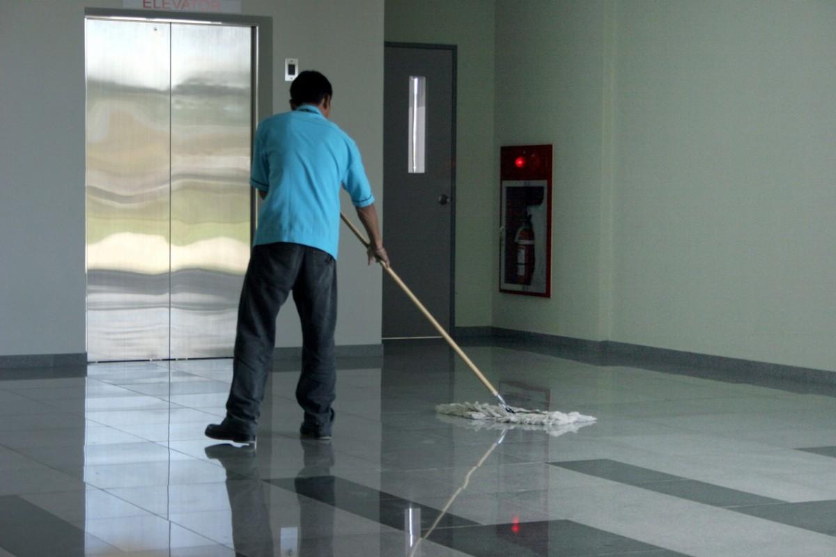Sprzątanie hal produkcyjnych
